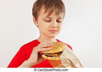 divertente, poco, hamburger, pacchetto, ragazzo, fondo., prendere, bianco fuori