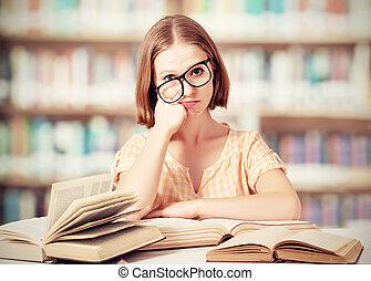 divertente, stanco, libri, studente, lettura ragazza, occhiali