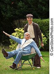 divertido, jardín, abuelos