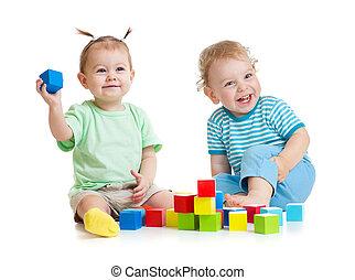 divertido, niños, juego, colorido, juguetes, aislado, blanco