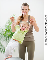 divertimento, bebê, ginásio, tendo, mãe