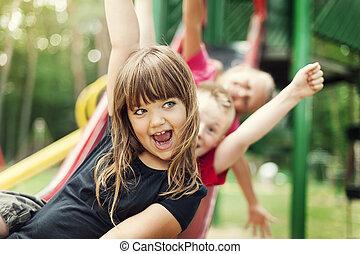 divertimento, escorregar, crianças, tendo