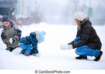 divertimento famiglia, fuori, a, inverno