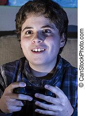 divertimento, menino, com, joystick, tocando, jogo computador, em, home.