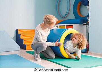 divertimento, menino, túnel, tendo