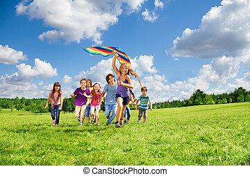 divertimento, muitos, crianças, papagaio, ter
