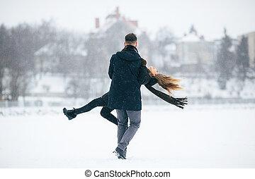 divertimento, par, jovem, tendo