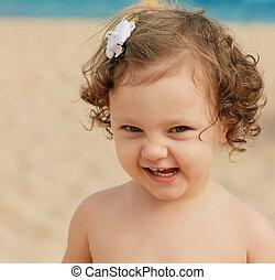 divertimento, pequeno, criança, sorrindo, praia, experiência., closeup, retrato