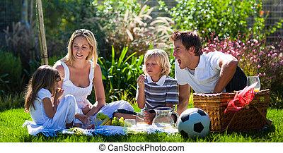 divertimento, piquenique, família jovem, tendo