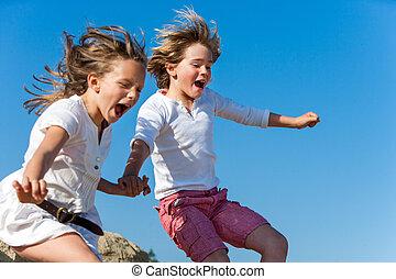 divertimento, shouting, jumping., crianças, tendo