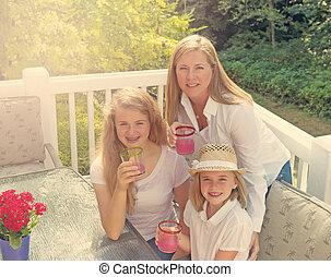 divertimento sol, wth, família, ligado, ao ar livre, pátio, durante, luminoso, dia