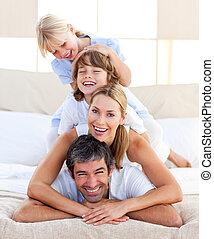 divertimento, tendo, família, feliz
