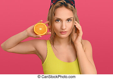 divisées deux, orange, frais, tenue, femme, blonds, joli