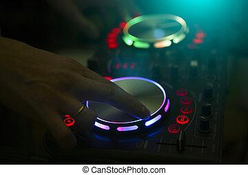 dj, コンソール, 音楽, パーティー, 中に, ナイトクラブ