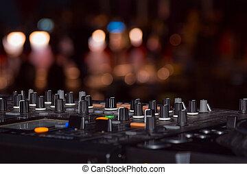 DJ, 立ちなさい
