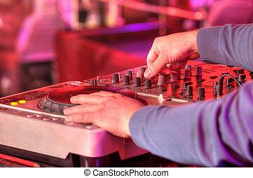 dj, mischt, der, spur, in, der, nachtclub, party