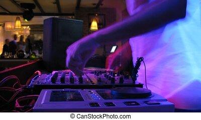 dj, tafel, während, hochzeitsgesellschaft, in, nachtclub