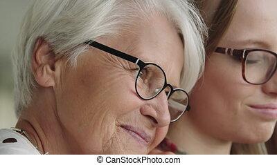 do góry, emocjonalny, woman., ogranicza, zamknięcie, daughter., młody, senior, macierz