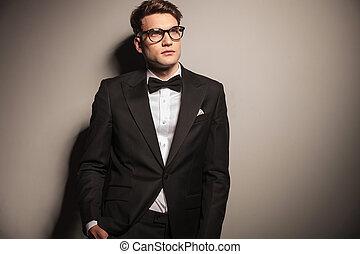 do góry., handlowy, patrząc, elegancki, człowiek, przystojny