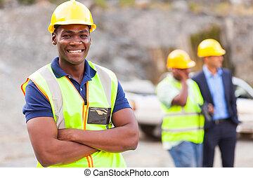 doblado, trabajador industrial, brazos, africano