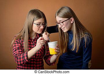 doboz, osztozás, lány, fagylalt, barátok, legjobb