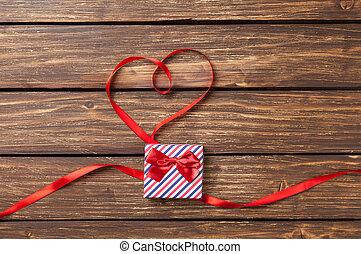 doboz, szív alakzat, szalag, tehetség