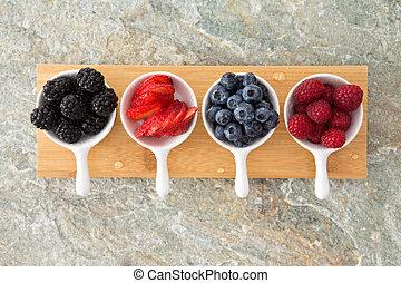 dobrany, świeży, jagody, w, degustator, półmiski