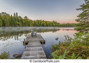 doca, e, cadeiras, ligado, um, lago, em, pôr do sol