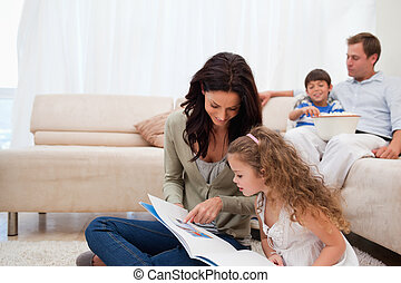dochter, album, moeder, het tonen, foto