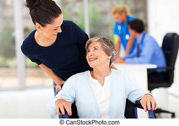 dochter, arts, bijbehorend, bezoek, moeder, senior