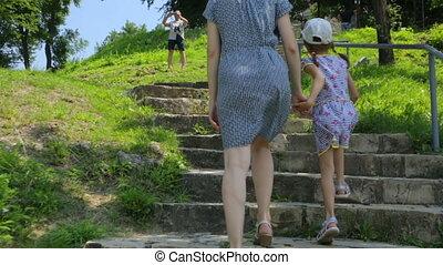 dochter, gaan, boven, moeder