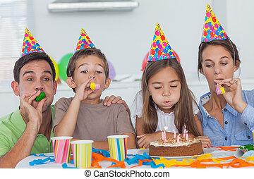 dochter, gezin, hun, hoorn, vieren, feestje