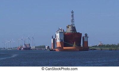 dockwise Vanguard berthed + zoom out quay Calandkanaal...