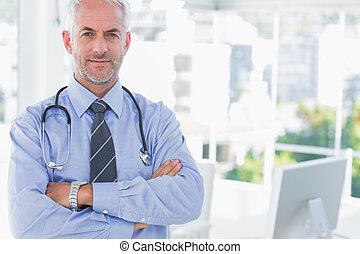 docteur, à, bras croisés