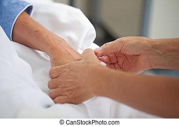 docteur, ajustement, goutte, sur, malades, main