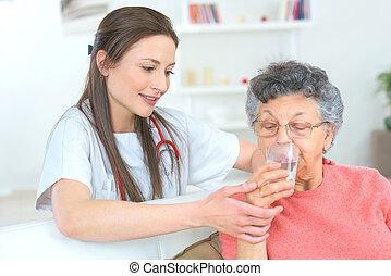 docteur, confection, sûr, femme aînée, prend, elle, médicament