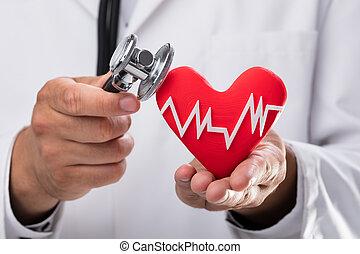 docteur, examiner, coeur rouge, taux, à, stéthoscope