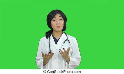 docteur féminin, bouteille, projection, chroma, écran, tablettes, vert, asiatique, clã©, pilules, présentation