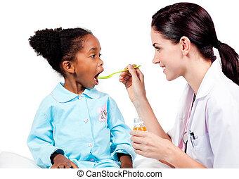docteur féminin, médicament donnant, à, elle, patient