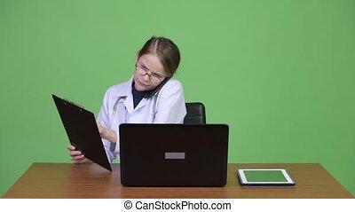 docteur femme, bois, travail, multi-tasking, jeune, contre, ...