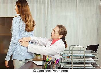 docteur mûr, emplacement, table, et, toucher, adolescent