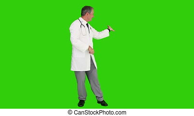 docteur mûr, stéthoscope, regarder, appareil photo