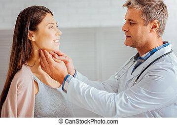 docteur masculin, vérification, ganglions lymphatiques, de, femme enceinte