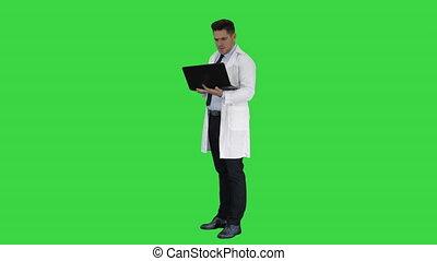 docteur, projection, chroma, résultats, écran, vert, key., ordinateur portable