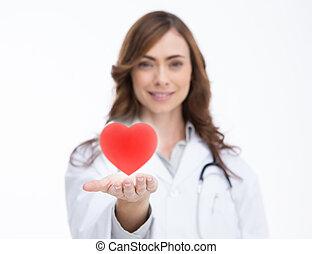 docteur, tenue, a, coeur rouge