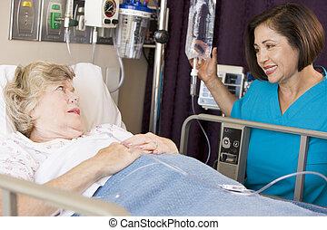 docteur, vérification, haut, sur, femme aînée