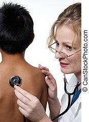 doctor, examen médico, niño, teniendo, físico