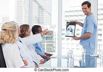 Doctor explaining a radiography