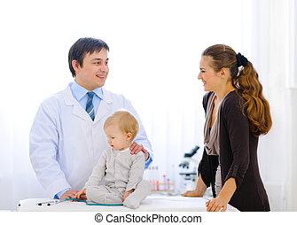 doctor, hablar, mientras, estetoscopio, pediátrico, madre,...
