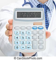 doctor, tenencia, calculadora, en, mano, -, asistencia médica, concepto